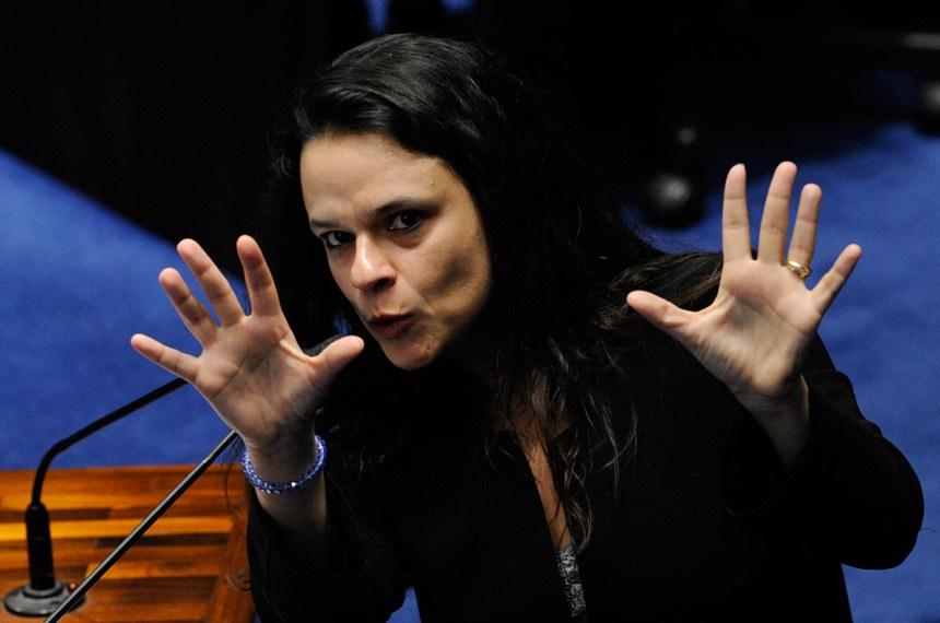 Mosca azul: Janaina Paschoal não descarta possibilidade de ser vice de Bolsonaro