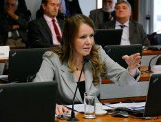 Homem é condenado a indenizar ex-senadora Vanessa Grazziotin por agressões em avião