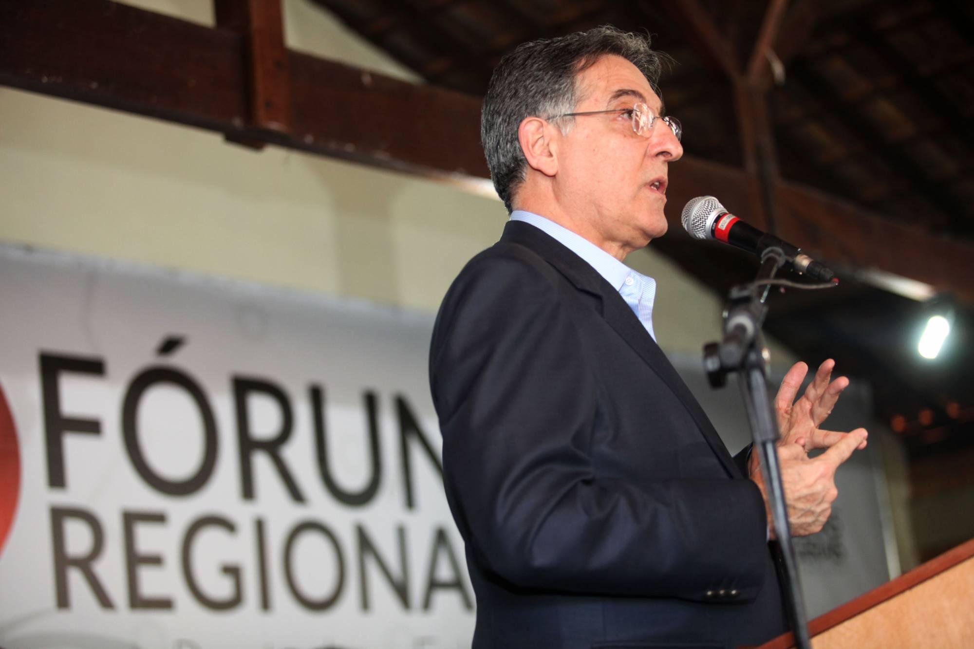 Por unanimidade, justiça absolve Pimentel em ação movida pelo PSDB