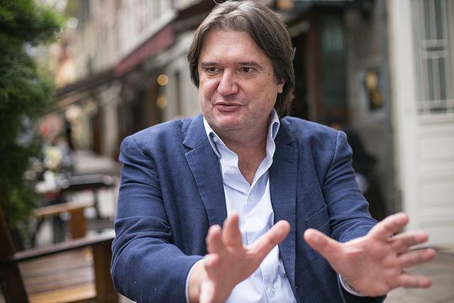 """""""Empresas não podem querer controlar a subjetividade"""", diz Pedro Serrano sobre fake news"""