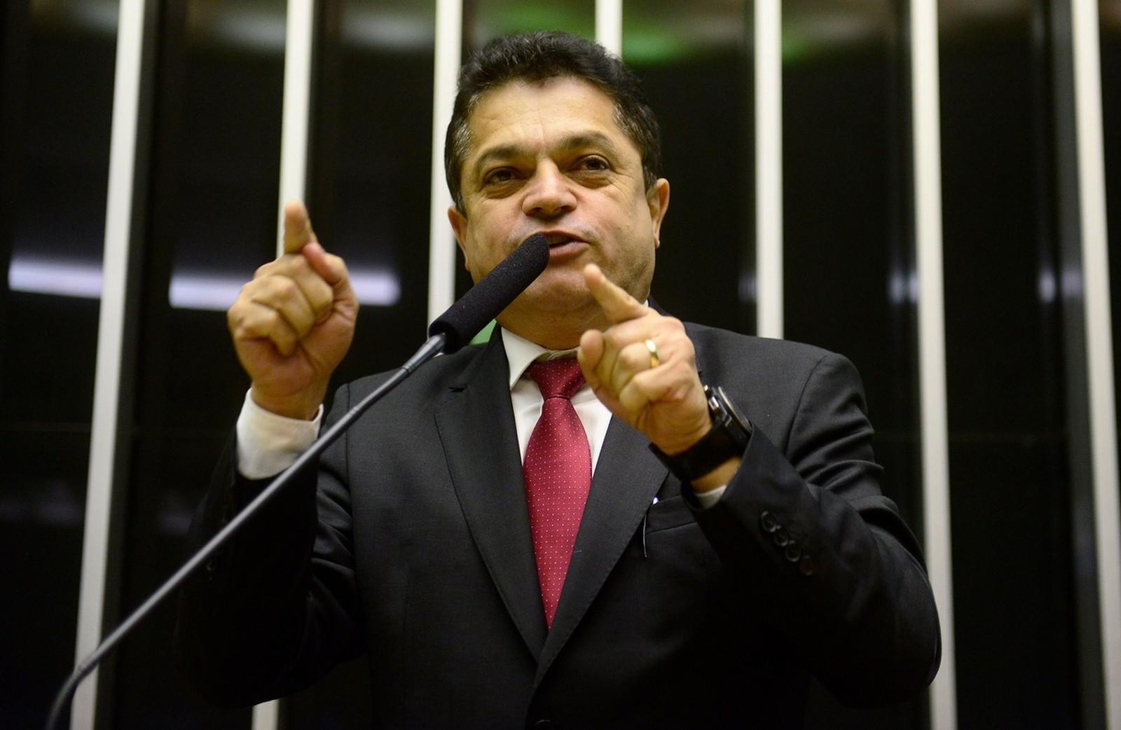 Resultado de imagem para PF prende deputado que foi condenado por fraude