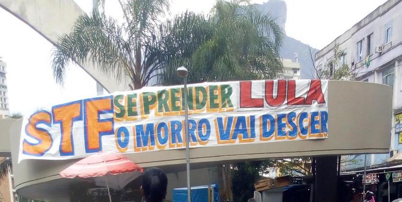 """Resultado de imagem para Faixa na entrada da Rocinha manda recado ao STF: """"Se prender Lula, o morro vai descer"""""""