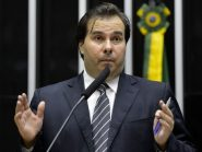 Rodrigo Maia usa voo da FAB para fazer reunião política