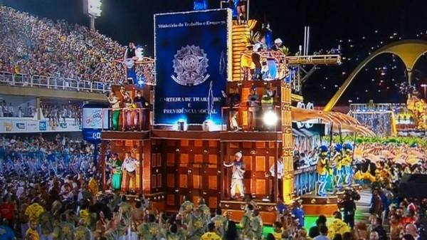 MP investiga prefeito do Rio por problemas no carnaval e viagens