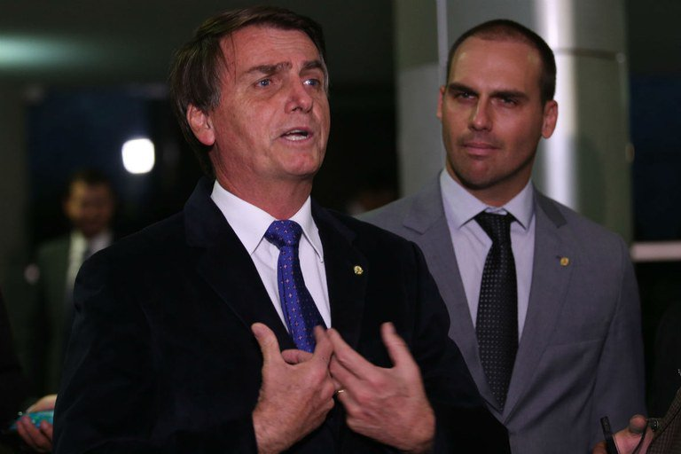 Bolsonaro move queixa-crime contra Ciro Gomes por calúnia e injúria