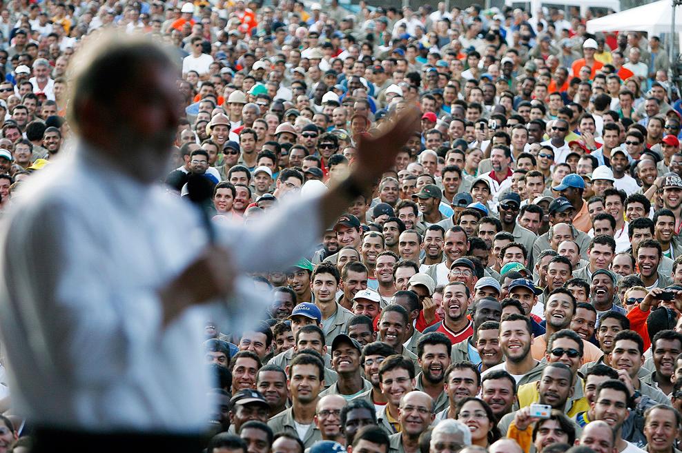 Moro proíbe uso de algemas no ex-presidente Lula