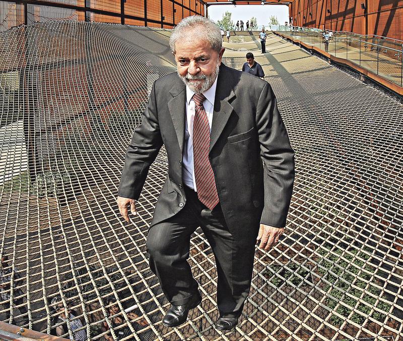 Fachin envia para 2ª Turma recurso contra prisão de Lula