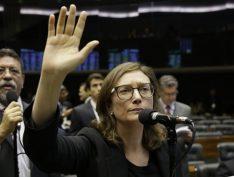 Justiça manda Bolsonaro pagar indenização a Maria do Rosário em 15 dias