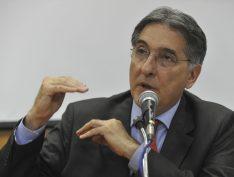 """Vídeo: Pimentel dá """"bronca' em Temer na frente de empresários"""