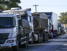 Caminhoneiros exigem redução do PIS/Cofins para encerrar protestos