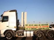 """Pelo Whastapp, líder caminhoneiro fala em """"fechar Congresso, rodear e sitiar aquele povo ali dentro"""""""