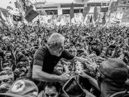 Em 99 dias de prisão política, Lula cresce nas pesquisas e no coração do povo