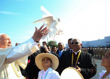A travessia do conservador Arcebispo Bergoglio para o progressista Papa Francisco
