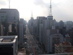 Greve de caminhoneiros deixa a avenida Paulista vazia em plena tarde de quinta-feira