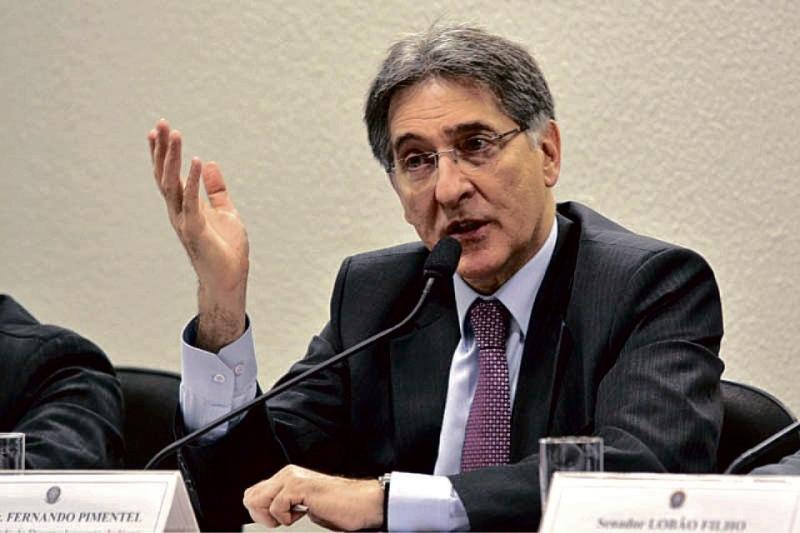 Assembleia suspende tramitação de impeachment de Pimentel em MG