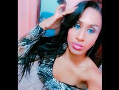 Mulher trans é retirada algemada de banheiro feminino no RJ