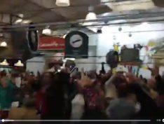 Após BH, Mercado Municipal de Curitiba faz homenagem e pede Lula Livre. Vídeo