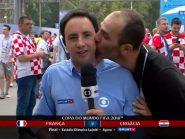 Repórter da Globo é beijado por um homem ao vivo durante cobertura da final
