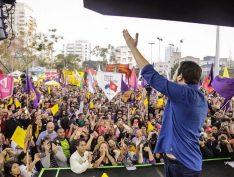 Comício de lançamento da candidatura de Guilherme Boulos lota o Largo da Batata
