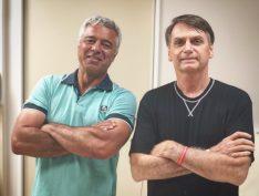 """Carlos Bolsonaro volta a atacar Major Olímpio: """"Bobo da corte"""""""