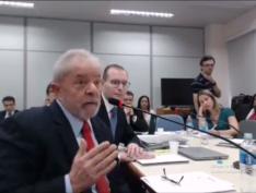 """""""O que me incomoda é a conexão política que se faz com a corrupção"""", diz Lula"""