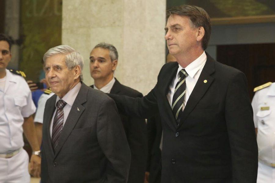 Resultado de imagem para Carlos Bolsonaro ataca general Heleno,