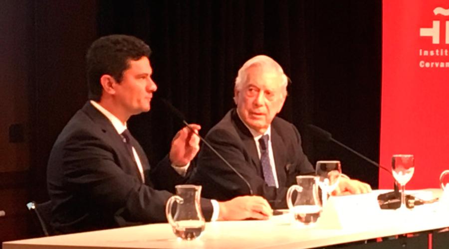 Resultado de imagem para Sergio Moro com Vargas Llosa em Madri