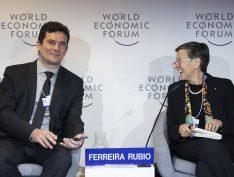 """Em Davos, Moro evita falar sobre Queiroz, mas diz que """"as instituições estão funcionando"""""""