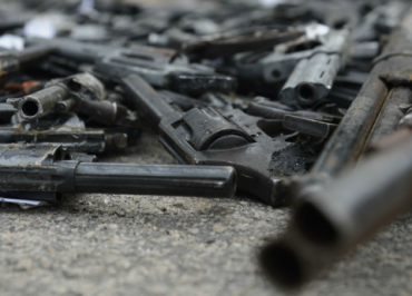 """Decreto que facilita posse de armas é """"irresponsável'', diz especialista"""