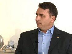 Flávio Bolsonaro ignora denúncias do Coaf e acusa MP de ilegalidades