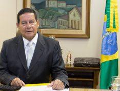 """Mourão sobre caso Flávio Bolsonaro: """"Cria algum problema familiar, mas não para o governo"""""""