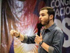 """Presidente do PSol, Juliano Medeiros tem palestra cancelada em universidade pública de SC: """"Não nos intimidarão. Vai acontecer"""""""