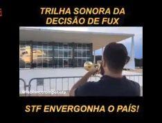 """Trompetista """"Lula livre"""" toca tema de """"O Poderoso Chefão"""" em frente ao STF"""