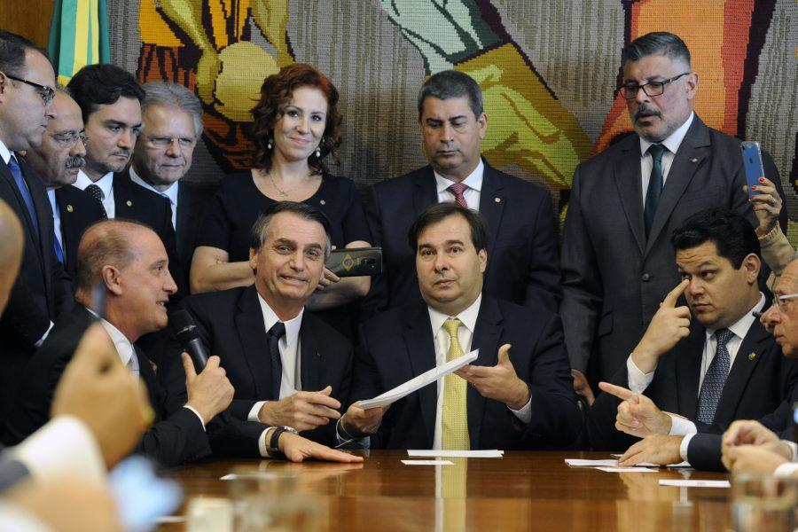 Bolsonaro dribla imprensa ao levar proposta da reforma da Previdência ao  Congresso 4a606a3bd1a44