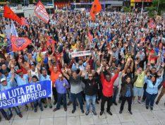 Metalúrgicos do ABC aprovam greve geral contra reforma de Bolsonaro