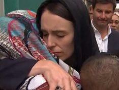 Aos 38 anos, primeira-ministra da Nova Zelândia dá lição de humanidade e liderança após ataques