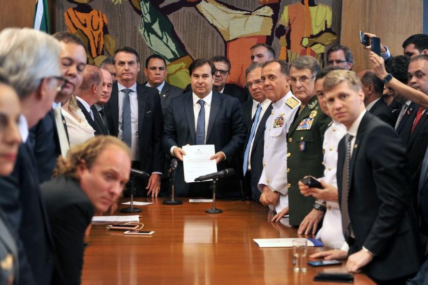 Toma lá, dá cá: Bolsonaro libera extra de R$ 10 milhões para parlamentares pró reforma da Previdência