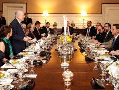 Ao lado de Olavo de Carvalho e Steve Bannon, Bolsonaro tem jantar nos EUA