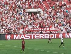 """""""Quem mandou matar Marielle?"""", questiona torcida do Náutico durante jogo em Recife"""