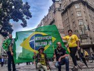 Em manifestações esvaziadas pelo Brasil, direita pede extinção do STF e intervenção militar
