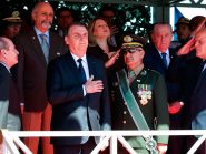 """Após segunda morte por fuzilamento, Bolsonaro diz que Exército """"sempre esteve ao lado da vontade nacional"""""""