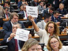 Reforma da Previdência: após bate-boca entre parlamentares e ausência de relator, sessão é suspensa