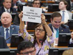 Em nova derrota do governo e sem acordo para votação, CCJ adia votação do relatório da Previdência