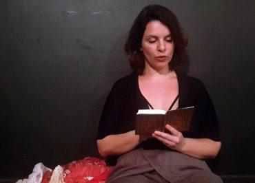 """Monólogo """"Dentro"""" mira os acontecimentos recentes do Brasil pelo ponto de vista da mulher"""