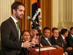 Governador tucano do RS defende expulsão de Aécio e Richa do PSDB