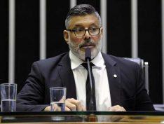 Frota (PSL) critica reforma da Previdência e é repreendido por deputado governista