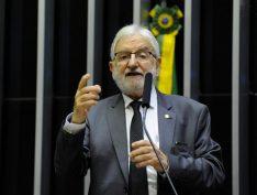 PSOL entra com representação na PGR contra família Bolsonaro por milícias digitais