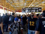 VÍDEO: Corintianos pedem 'Lula livre' a caminho da final do Paulistão em Itaquera
