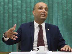 """Líder na Câmara, Major Vitor Hugo admite que base do governo """"simplesmente não existe"""""""