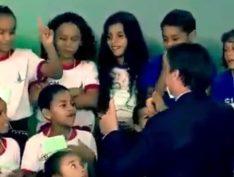 VÍDEO: Menina se recusa a cumprimentar Bolsonaro em evento de Páscoa